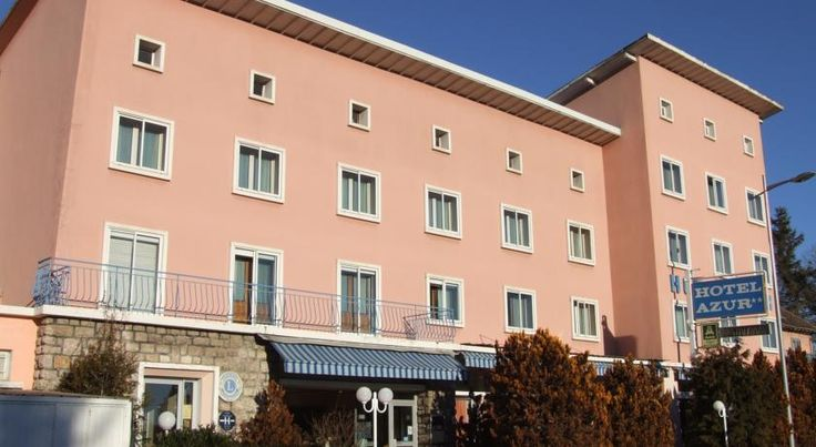Hôtel Azur Gap Situated at 1000m of height, near numerous outdoor sport activities (ski, white water sports, air sports, golf) the hotel welcomes you in a warm and rural frame.