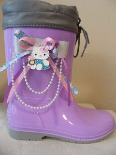 mauve wellies with hello kitty. by ellishoes.blogspot.com