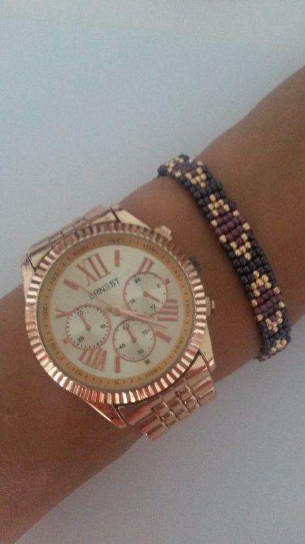 Ernest Horloge rosé gecombineerd met een handgemaakte geweven armband.