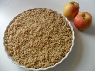 Smuldrepai med epler og vaniljekrem