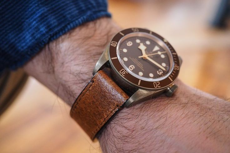 black bay bronze wrist                                                                                                                                                                                 Mehr
