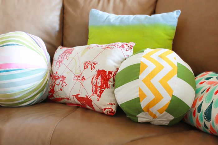 One Little Minute - http://www.onelittleminuteblog.com/2012/08/diy-catch-and-throw-pillows/