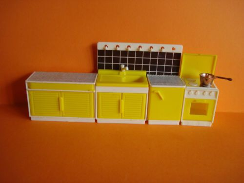 VINTAGE-DOLLS-HOUSE-JEAN-OF-WEST-GERMANY-KITCHEN-SET-LUNDBY-SCALE-VGC