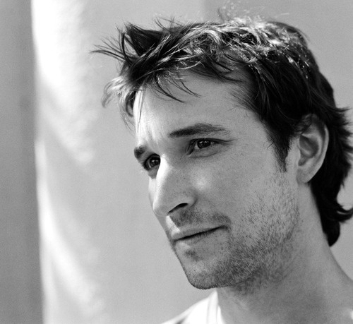 Noah Wyle,  Dr. John Carter, E.R., tv, male, actor, portrait, black and white, photo, hunk, sexy, fabulous