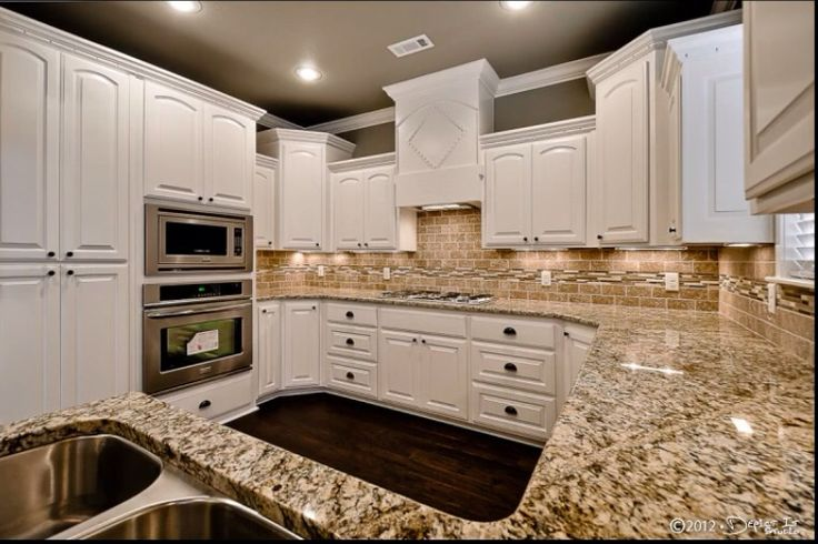 John Easterling Construction Inc Glenn Manor Plan Kitchen Custom Made Cabinets Granite Tumble