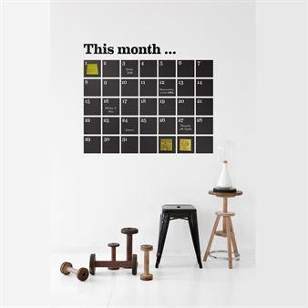 Calendar-seinäkoristeen avulla perheen elämä organisoidaan täydellisesti! Luo mukana tulevien post-it -lappujen avulla persoonallinen kalenteri. Voit kirjoittaa siihen myös liidulla.