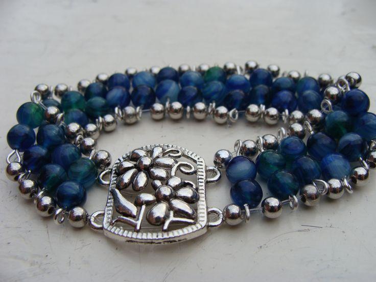 Armbandje met blauwe kralen, elastiek
