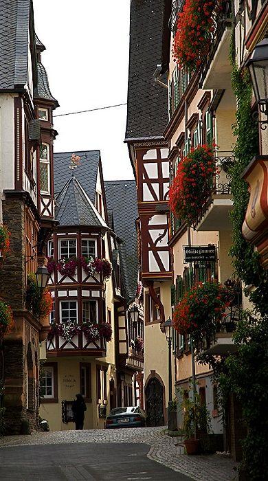 Ürzig, Rhineland-Palatinate, Germany (by Ervanofoto on Flickr)
