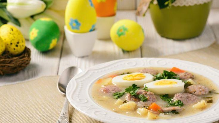 Zurek ist eine saure Mehlsuppe, die in Polen traditionell am Ostersonntag verzehrt wird. Mit der Zubereitung sollte man allerdings schon zwei bis drei Tage zuvor beginnen. Hier lesen Sie das Rezept.