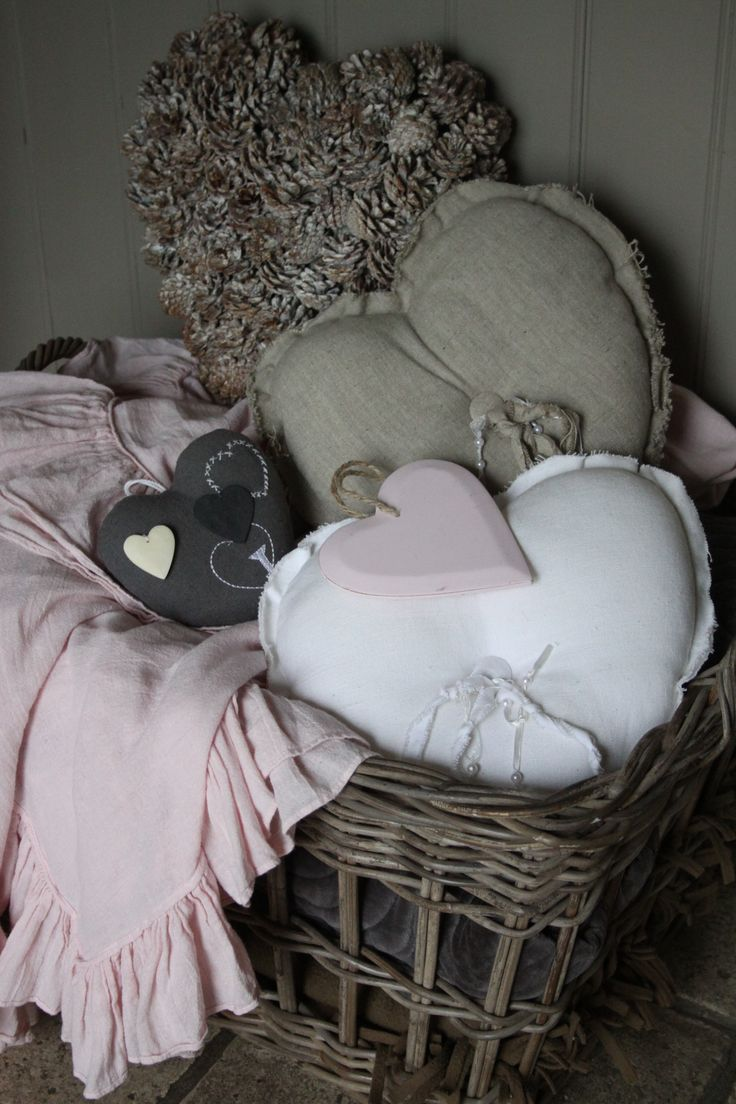 Basket with cushions, love it