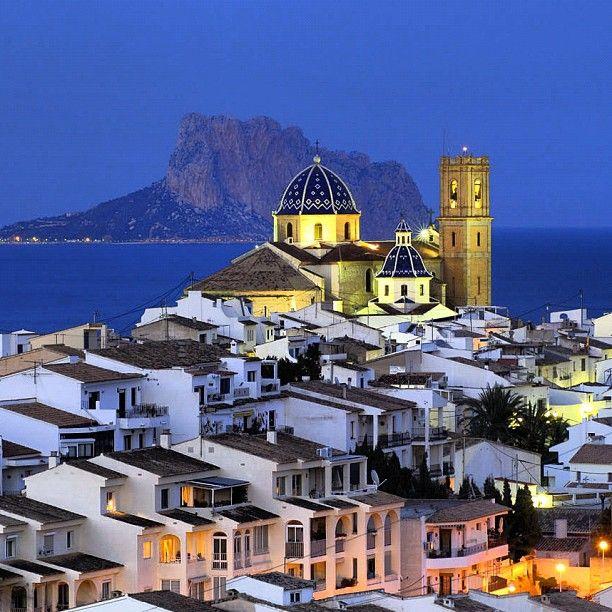 Altea, preciosa la mires desde donde la mires. Buenas días  #altea #costablanca #visitaltea #atardecerescostablanca