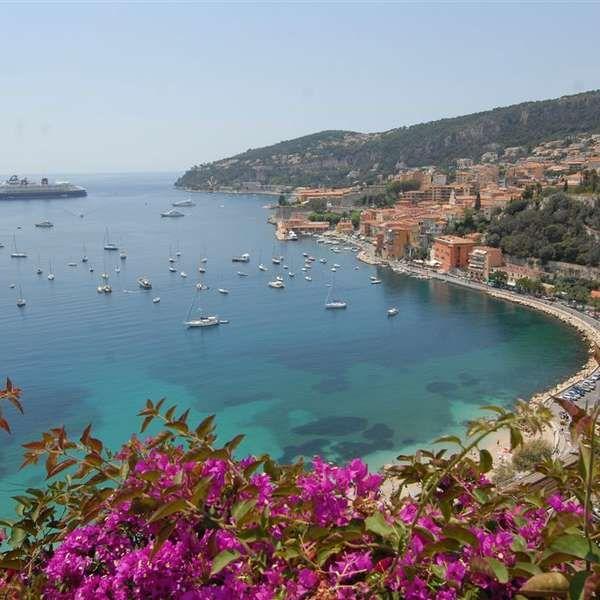 Villefranche-sur-Mer, na Costa Verde da Riviera Francesa, pode ser tão encantadora quando destinos mais famosos