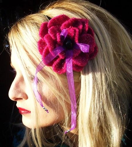 Fiore in *lana laminata argento* con elastico/cerchietto