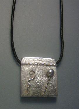 talismanes amuletos y símbolos | colgante kin maya tierra sello Kaban
