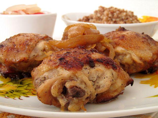 Если вам уже приелась жареная курица, то очень рекомендую приготовить ее именно по этому рецепту. Бедра получаются очень вкусные и нежные, а маринованный лук придает им вкус шашлыка! Новый и интересный вкус с минимумом затрат!