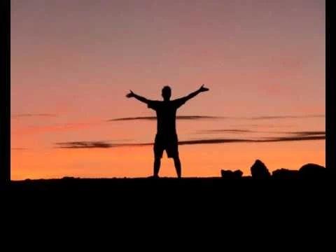Tu je opis toho, kto naozaj ste: SOM zdravý/á. SOM dokonalý/á. SOM silný/á. SOM výkonný/á. SOM milujúci/a. SOM vyrovnaný/á. SOM šťastný/á. Čaká vás nejaká úloha?