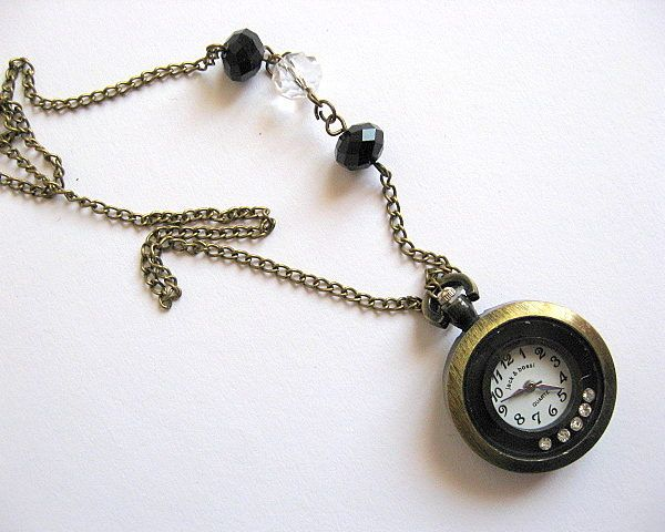 Ceas bronz sub forma de pandantiv, colier cu cristale - idei cadouri femei