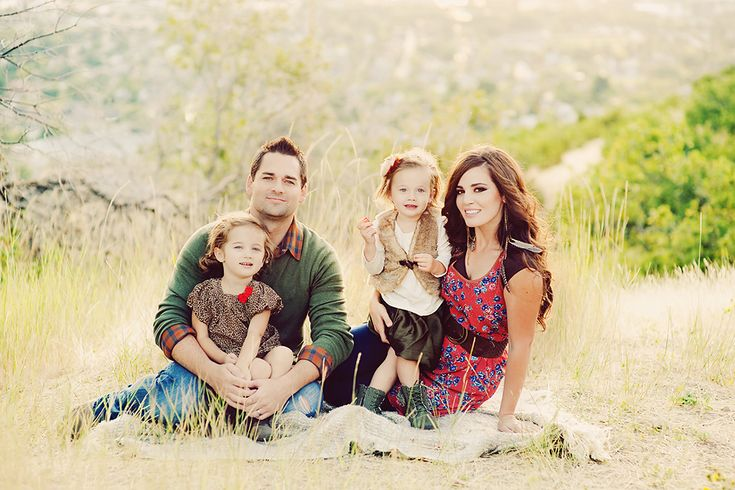 Great family pictures, and I especially love her outfit.  Like seriously, I'm going to get it.