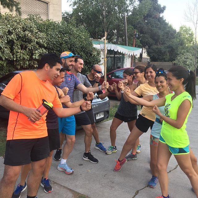 Día de preparación física con la Crew. Comenzaron los desafíos y ya no hay vuelta atrás . Que corra el reloj  . . #stgomrco #mountainrunningco #buffchile #buff #petzlchile #petzl #cabradelmonte #cervezaquimera #healthbalance #garminchile #garmin #club #equipo #crew #training #run #runner #mountain #trailrunning #ultratrail #running #outside #outdoor #experience #getoutside #bahiaproducciones #transversalcapacitaciones