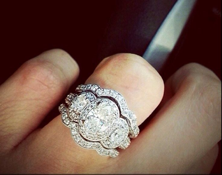 Unbelievable three stone oval diamond ring with matching bands!! I would Die, love love live this!!!