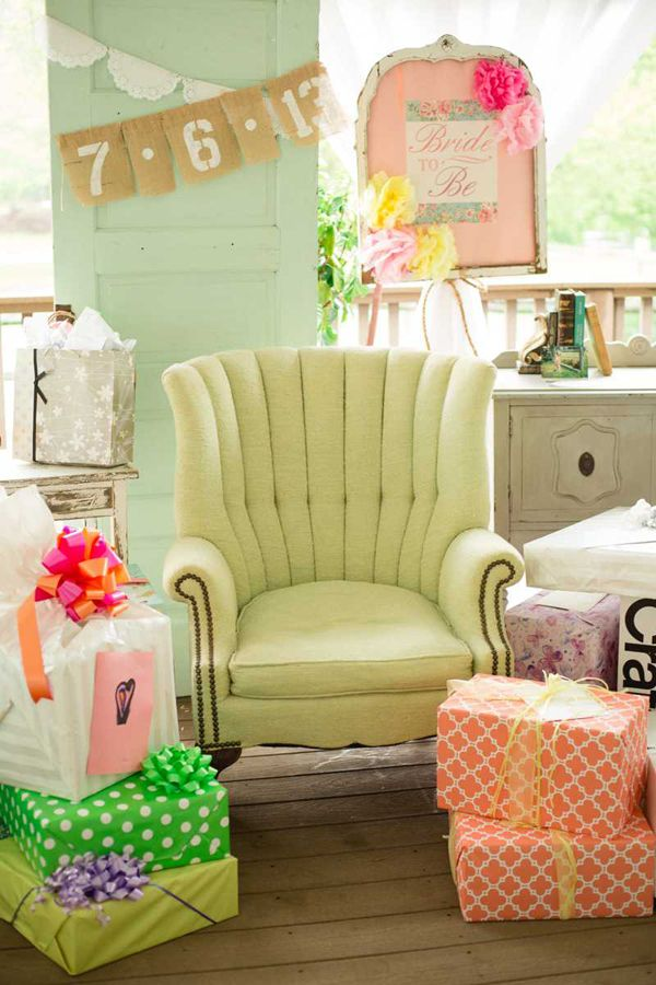 bridal shower ideas http://www.weddingchicks.com/2013/10/22/vintage-bridal-shower/