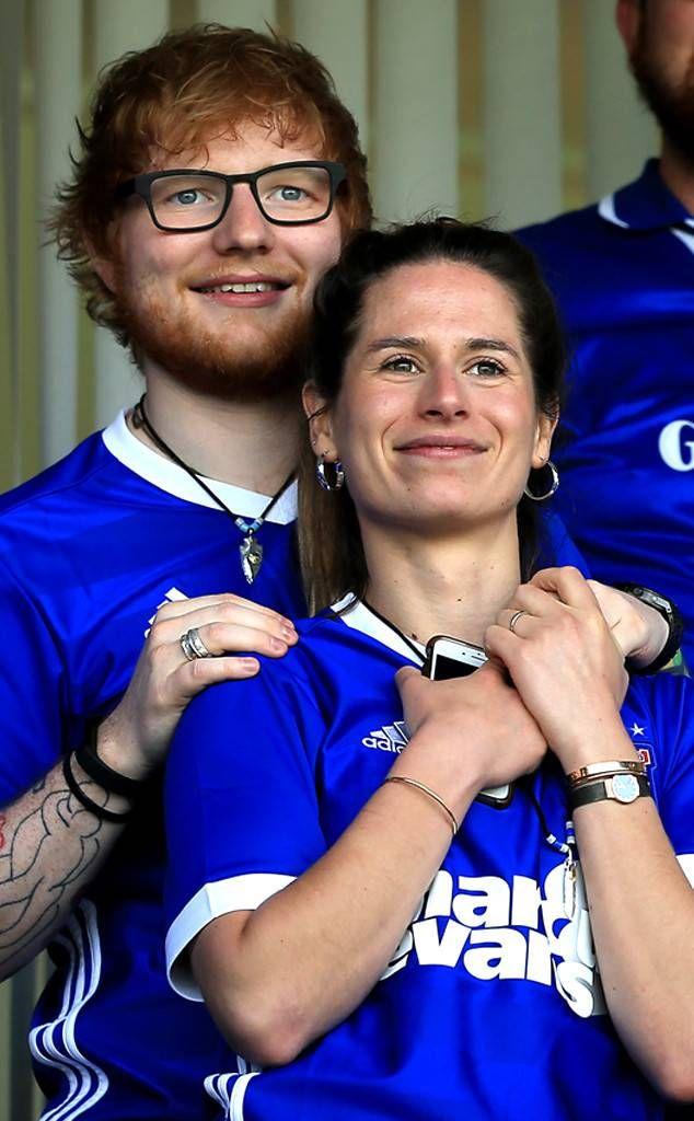 Ed Sheeran Reportedly Marries Cherry Seaborn In A Secret Winter Wedding Ceremony Ed Sheeran Parejas De Celebridades Primera Hija