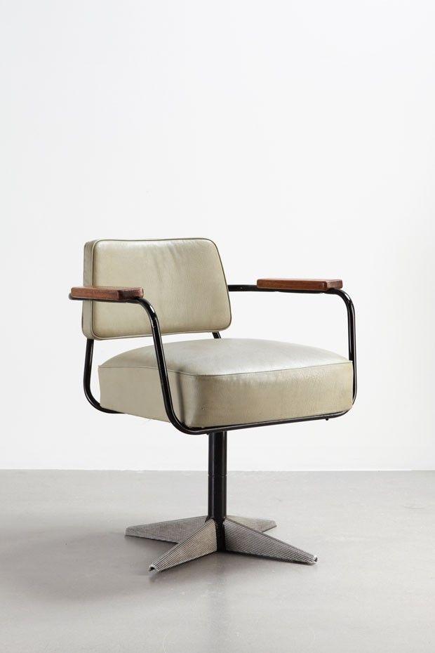 Jean Prouvé - Direction (1951), cadeira de escritório giratória com tubo de aço, couro e madeira