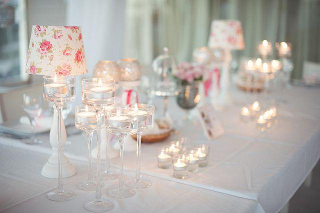 Centros de mesa para decorar tu boda con velas. #IdeasenOrden #closets #decoracion #boda