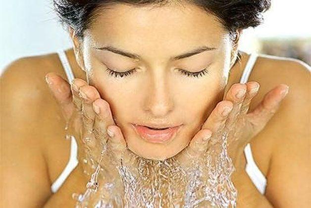 Vero o falso: è meglio esfoliare la pelle di sera, prima di applicare la crema notte...