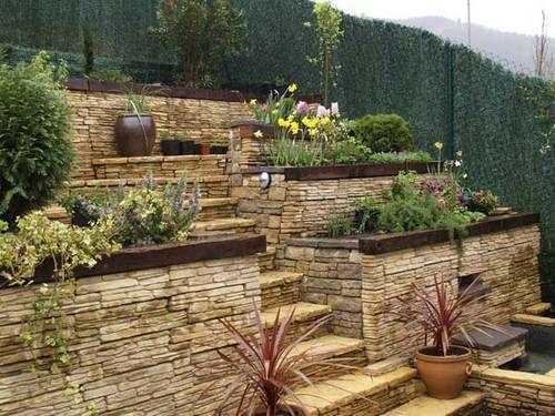Jardin en pendiente buscar con google deco casa for Como decorar un jardin con plantas