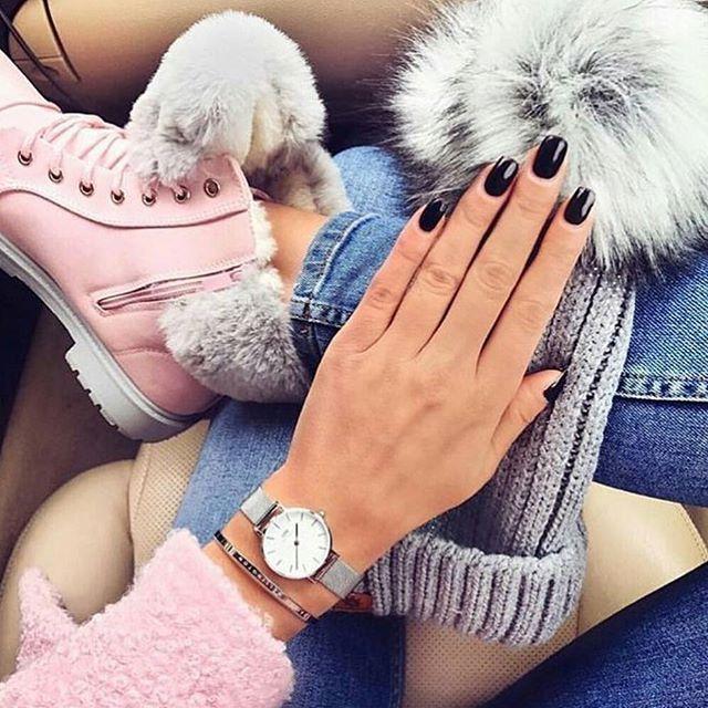 ليه أشياء الشتى لطيفه كذا كل شي بالصوره كيوت والألوان تجيب السعاده شرأيكم قمه الأناقه وال Street Fashion Photography Stacked Jewelry Streetwear Fashion