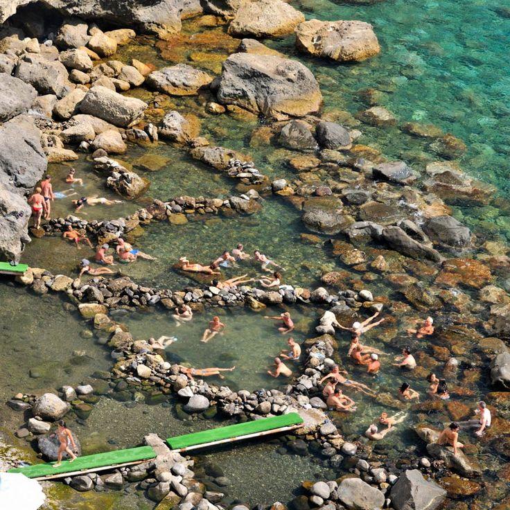 Playa de Sorgeto (Isla de Ischia, Italia)PISCINAS NATURALES EN LUGARES INSOSPECHADOS