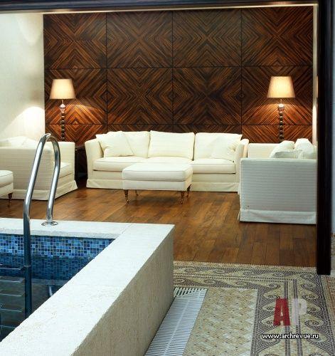 Бассейн с деревянными панелями из макасара