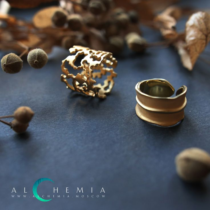 The Bark ring. Gilded silver. The Leaf ring. Gilded silver. Handmade by Alchemia Jewellery.