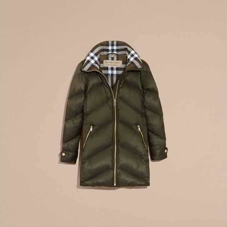 cool Пальто женские зимние на синтепоне с капюшоном (50 фото) — Модные идеи Читай больше http://avrorra.com/palto-zhenskie-zimnie-na-sintepone-s-kapyushonom-foto/