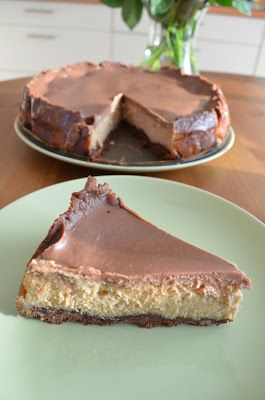 Het recept voor deze (toch welbijzondere) chocolade-pindakaas-kaastaart komt uit Keuken van Nigella. Toen ik het boek voor de eerste kee...