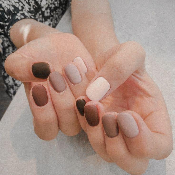 Me encantan los diferentes tonos de marrón en estas uñas. Quieres esto ...   Neutral nails, Gel nails, Nails