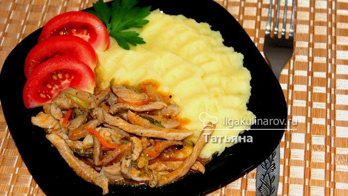 Азу из свинины, крайне оригинальное блюдо!  http://ligakulinarov.ru/recepty/osnovnoe-blyudo/svinina/azu-iz-svininy-103661