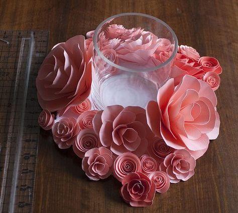 Flores de papel para centro de mesa são lindas e baratas. Este centro de mesa pode decorar a sua sala ou living, por exemplo, ou até mesmo a sua festa. Confira como Faz Flores de Papel para Centro de Mesa Para fazer este artesanato você irá precisar de: Papel estruturado de sua preferência com a …