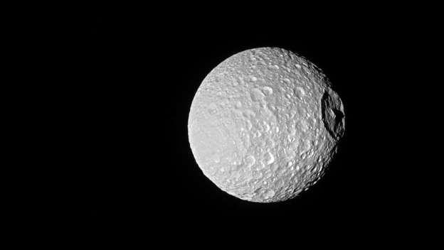 A 'Estrela da Morte' de Saturno está incrível nesta foto tirada pela sonda Cassini