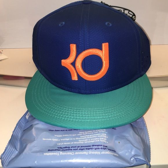 youth nike kevin durant snap back nwt never worn youth kevin durant snap back nwt no trades make me offers willing to negotiate Nike Accessories Hats