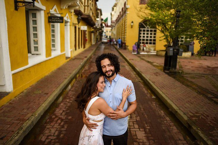 #preweddig in Centro historico - Cartagena -Colombia #weddingphoto #weddingdestination # #lovely #cartagena #destination #pedrazaproducciones #peperojano #weddingphotographer