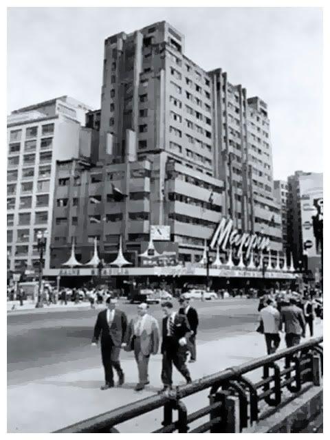Viaduto do Chá e prédio do Mappin, na Praça Ramos de Azevedo, Centro de São Paulo. 1960. Prédio do Mappin está decorado para comemorar a inauguração de Brasília, a nova capital do Brasil.