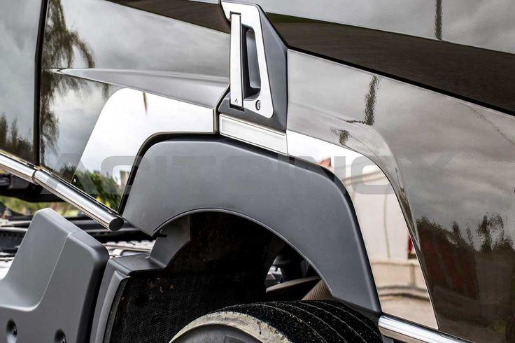 Applicazione parafango in acciaio inox super mirror (aisi 304) per Renault T. Il kit è composto da quattro pezzi (lato destro e lato sinistro) e sono dotati di bi-adesivo per il fissaggio. Per una corretta applicazione segui le ISTRUZIONI DI MONTAGGIO.