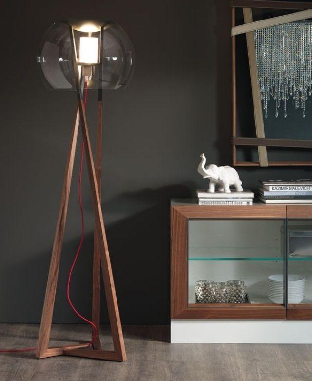 une lampe de design moderne en bois et verre