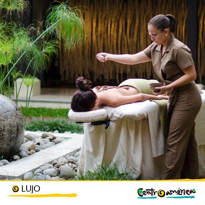 Nada mejor que terminar el día con un masaje agradable y un baño en aguas termales. En Centroamérica muchos hoteles ofrecen servicios de spa y tratamientos de belleza