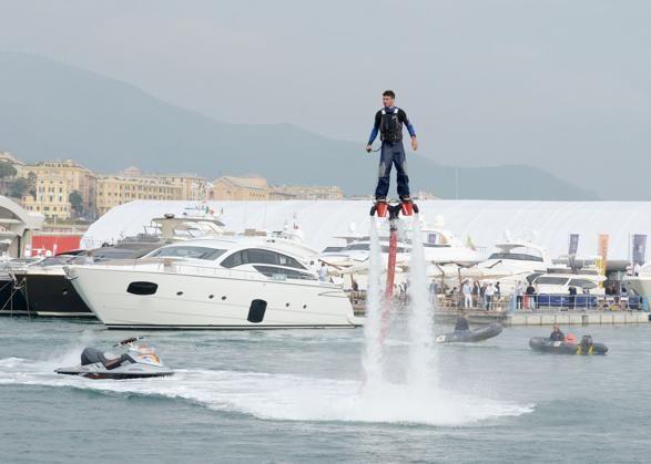 """#Genova, Salone Nautico 2013, """"Volare"""" con il Flyboard."""