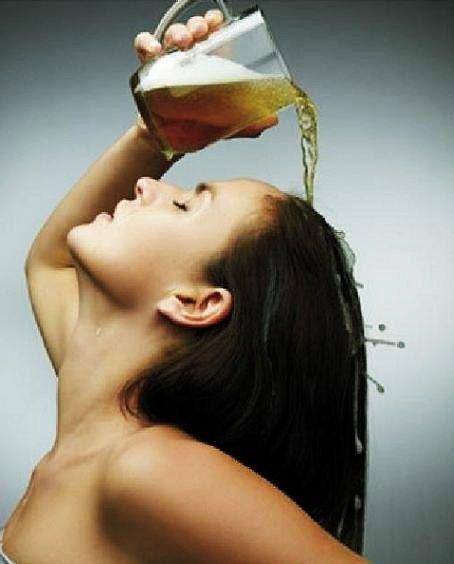 Come accelerare la crescita capillare utilizzando la birra? Unisci della birra al miele e allo zenzero e all'uovo per avere capelli lucenti e lunghissimi
