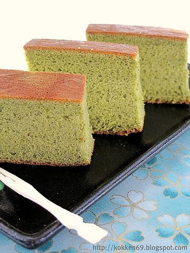 Matcha Castella- Japanese Sponge Cake 8 eggs 200g brown sugar ( original recipe featured 150g of cane sugar) 100ml milk 200g bread flour 20g green tea powder