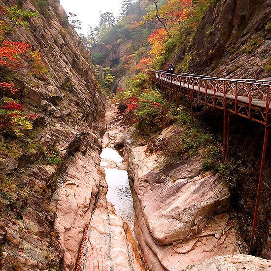 Autumn Gorge - Seoraksan National Park, South Korea